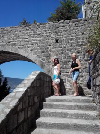 Каменная стена в Герцег-Нови