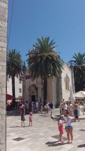 Церковь Святого Михаила. Фото с площади