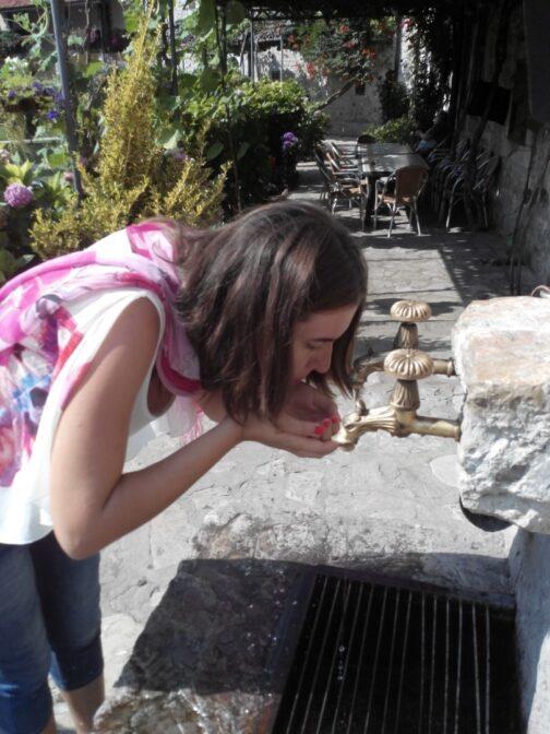 Джерело зі святою водою в монастирі Морача
