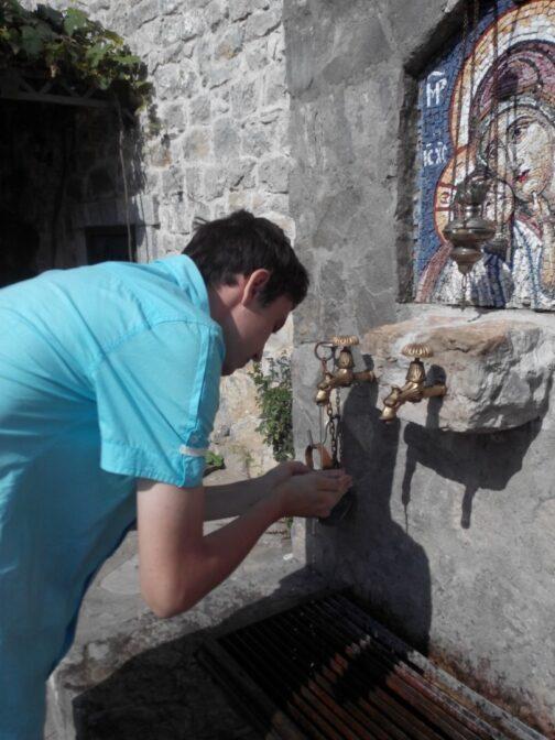 Джерело зі святою водою в Морача