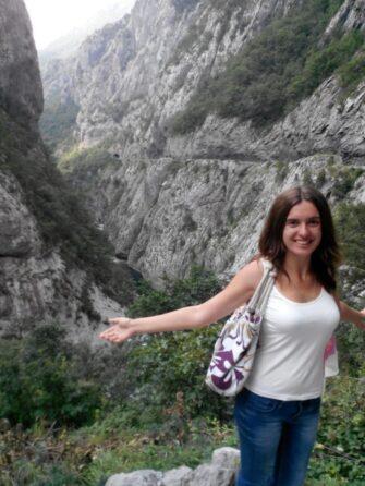 Фото на фоне каньона Морача