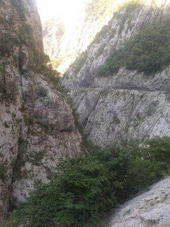 Горы в Каньоне Морача
