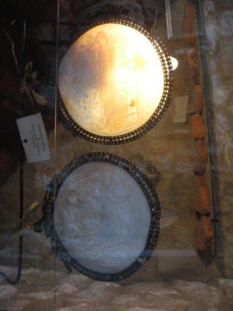 Венецианские зеркала в церкви Божьей Матери