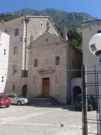 Для містечка з сотнею жителів у Перасті дуже багато красивих церков