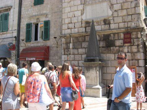 Позорный столб в городе Котор
