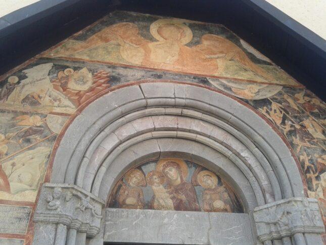 Церква Успіння Божої Матері арка над входом