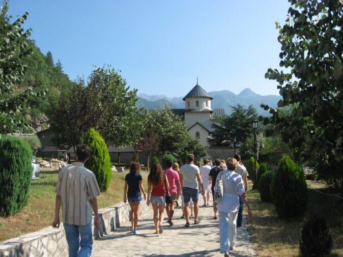 Вид на монастырь Морача в Черногории