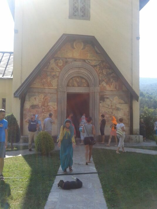 Фрески у входа в монастырь Морача