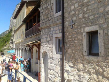 Монастир Острог в Чорногорії