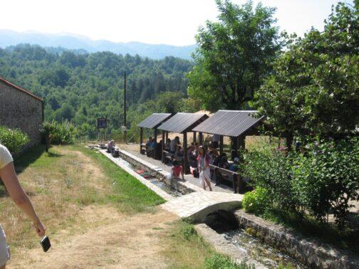 Місток в гірському монастирі Морача
