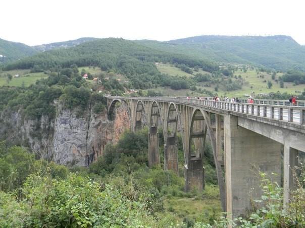 Міст Джурджевіча в каньйоні річки Тара