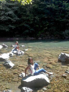 Девушка на реке Тара