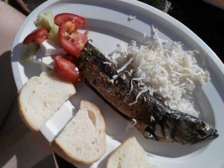 Обід на кораблику в Герцег-Новській затоці
