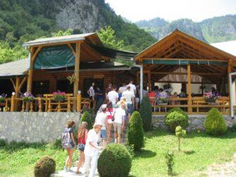 Ресторан в каньйоні річки Тара