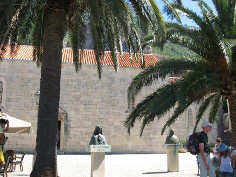 Пам'ятники в Перасті