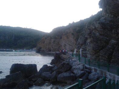 Тропинка на пляжи Могрен из Будвы