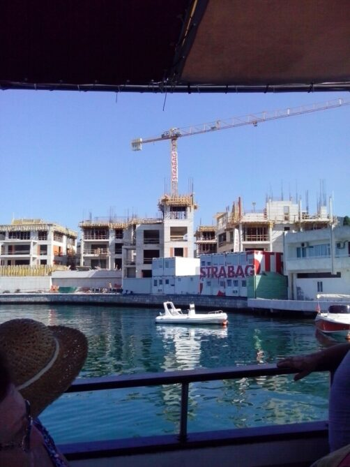 Строящиеся здания в Porto Montenegro