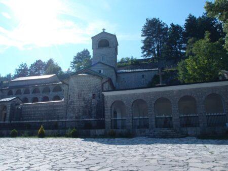 Цетинский монастырь, необычный ракурс