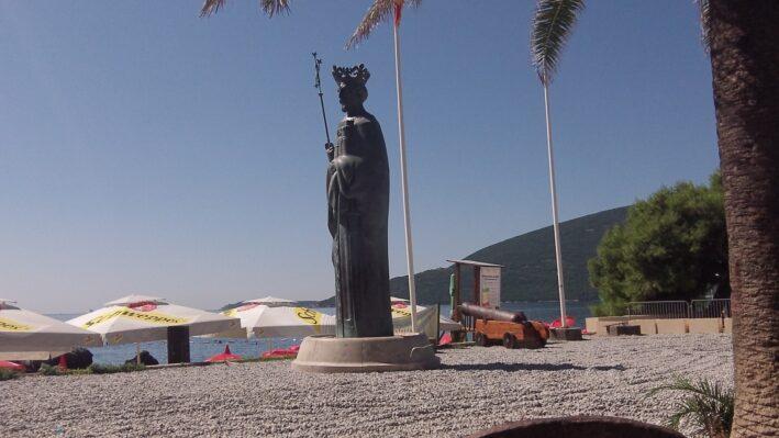 Памятник герцегу Стефану Вукшичу в городе Герцег-Нови