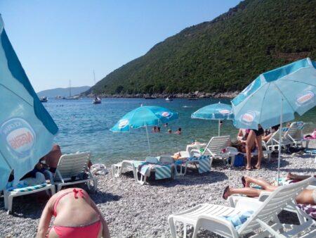 Галечный пляж Жаница