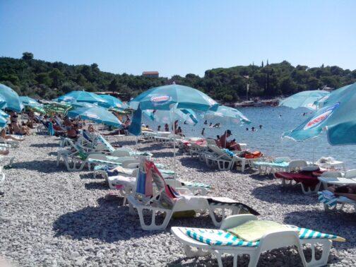 Лежаки на пляже Жаниц