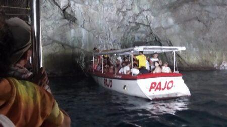 Катер в Блакитній печері