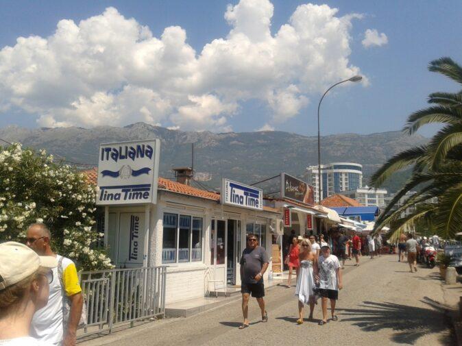 Покупки итальянских вещей в Черногории