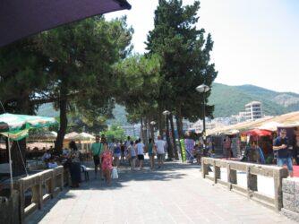 Сувенирные лавки для шопинга в Черногории