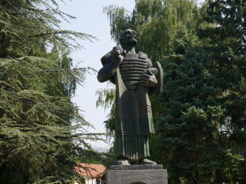 Памятник Ивану Черноевичу в Цетинье, Черногория