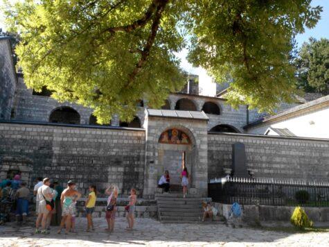 Вхід в Цетінський монастир в Цетіньє