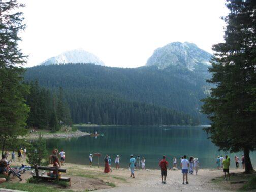 Красивое Черное озеро в Черногории