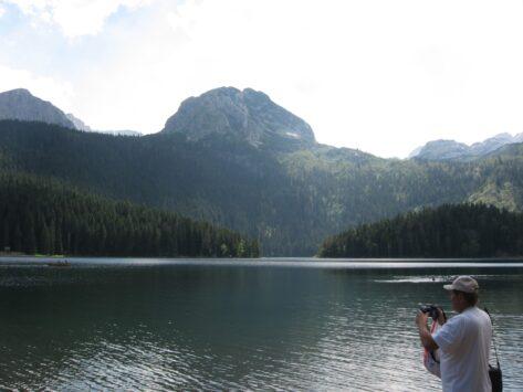 Горы у озера в парке Дурмитор