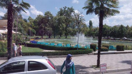 Фонтани і зелені насадження в Албанії