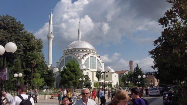 Мечеть в Тірані