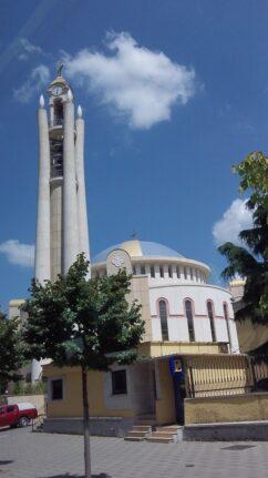 Необычная колокольня в Тиране