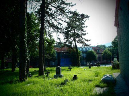 Рядом с территорией монастыря