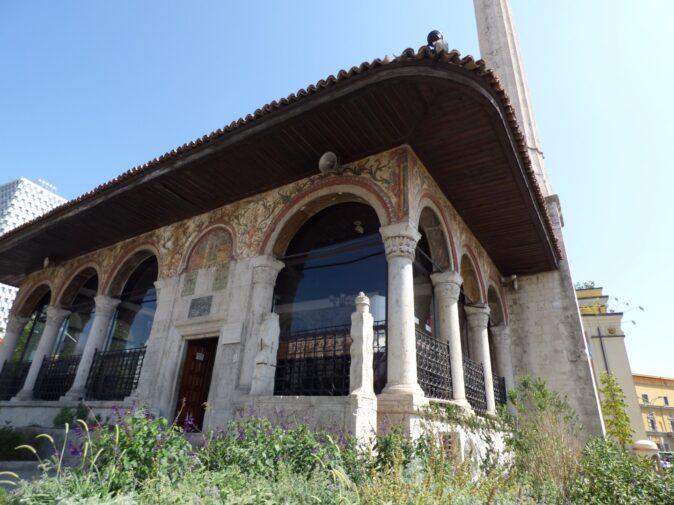 Вход в тиранскую мечеть, Албания