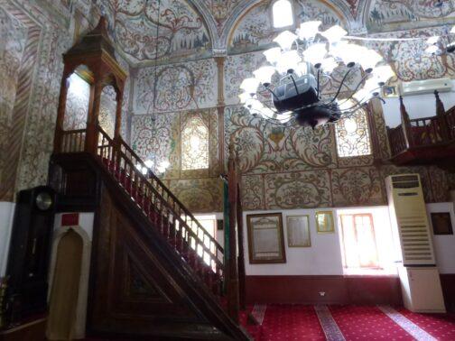 Внутренне убранство мечети в Тиране, Албания