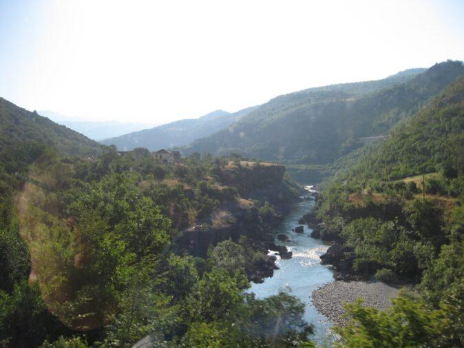 Гірська річка в Чорногорії