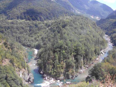 Излучина реки в каньоне Тара