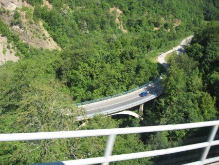Серпантини і дороги в Чорногорії