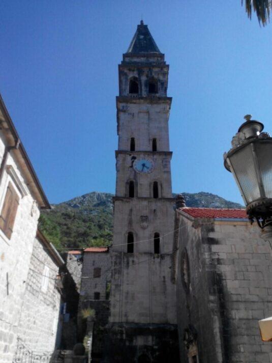 Годинникова вежа в Перасті