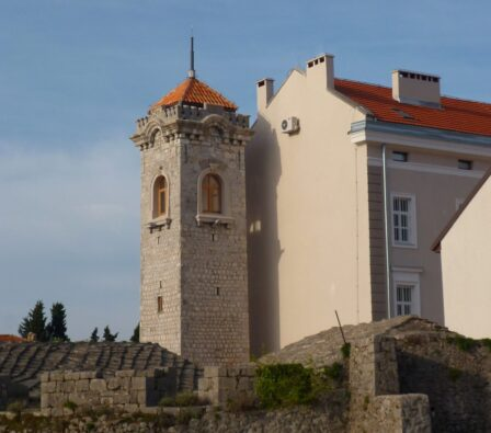 Годинна вежа в старому Требіньє
