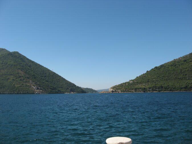 Гори, що спускаються до моря в Которскій затоці