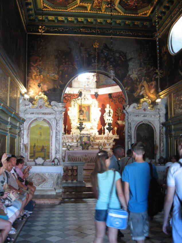 Госпа от Шкрпела, икона и алтарь