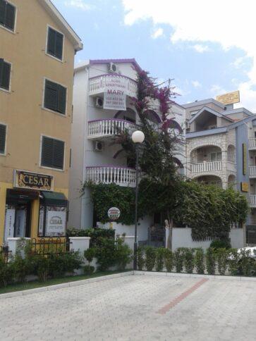 Готель на території Будви