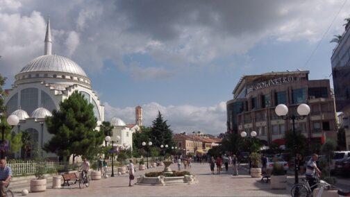 Одна из центральных улиц Тираны