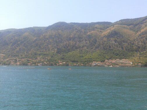 Панорами і природа в Чорногорії, затока Бока