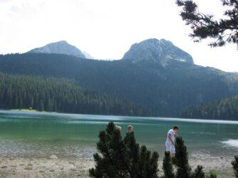 Панорами природи і Чорного озера в Дурміторі