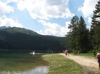 Парк біля Чорного озера